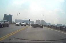 [Video] Xử phạt nữ tài xế quay đầu ôtô trên cầu Vĩnh Tuy