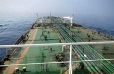 Iran: Hai quả tên lửa bắn vào tàu chở dầu ngoài khơi Saudi Arabia