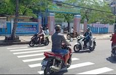Clip sinh viên thản nhiên lao xe vun vút vào đường ngược chiều