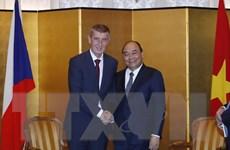 Thủ tướng tiếp song phương bên lề Lễ đăng quang của Nhà Vua Nhật Bản