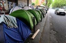 Cận cảnh cuộc sống chui lủi của những người tị nạn Pháp