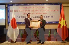 Trao Huân chương Lao động cho Đại sứ đặc biệt Việt-Nhật Sugi Ryotaro