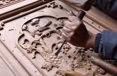Về làng mộc Chàng Sơn xem các nghệ nhân làm nhà gỗ độc đáo