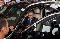 [Video] Thủ tướng Malaysia lái thử xe Vinfast lên tốc độ 100km/h