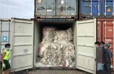 Malaysia tiếp tục gửi trả hơn 100 container rác thải nhựa
