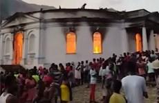 Hỏa hoạn làm sập mái vòm nhà thờ hơn 200 tuổi tại Haiti