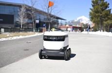 Robot giao hàng - trợ thủ đắc lực trong mùa dịch COVID-19