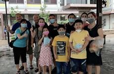 Dịch COVID-19: Hành động ý nghĩa của vợ chồng người Việt tại Singapore