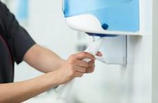 Lau khô tay bằng khăn giấy giúp phòng ngừa lây lan virus SARS-CoV-2
