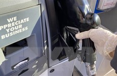 Giá dầu Mỹ tăng trở lại sau khi lần đầu tụt xuống mức âm