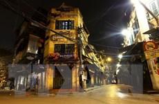Hình ảnh tĩnh lặng đêm phố cổ Hà Nội những ngày giãn cách xã hội