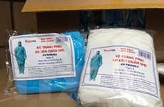 Khởi tố 1 nhân viên bệnh viện bán hàng nghìn bộ quần áo phòng dịch giả