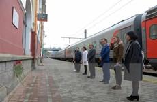 Người Việt và bạn bè Nga tại Vladivostok dâng hoa tưởng nhớ Bác Hồ