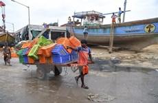 Lầu đầu tiên trong hơn 7 thập kỷ bão lớn đổ bộ vào thành phố Mumbai