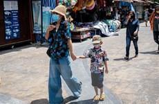 Thái Lan dỡ bỏ lệnh giới nghiêm, Indonesia thêm 1.111 ca mắc mới