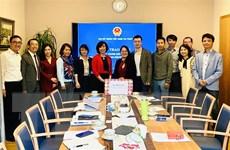 Trao tặng khẩu trang cho cộng đồng người Việt tại Thụy Sĩ