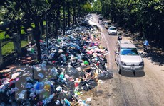 Hình ảnh rác thải 'bủa vây' Hà Nội sau 3 ngày bãi rác Nam Sơn đóng cửa