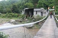 Thấp thỏm những căn nhà 'chờ cuốn đi' bên dòng Nậm Piệt mùa mưa bão
