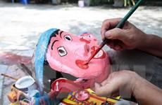 [Photo] Nhộn nhịp làng nghề đồ chơi Trung Thu truyền thống ông Hảo