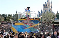 Công viên giải trí vẫn đóng cửa, Disney cắt 28.000 việc làm
