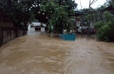Mưa lớn gây ngập nhà dân và tắc nghẽn giao thông tại Lào Cai