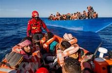 Đại dịch COVID-19 'nhốt' hàng triệu người di cư ở nước ngoài