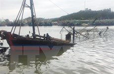 Nghệ An: Cứu hộ thành công 6 thuyền viên gặp nạn trên biển