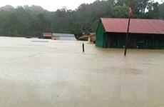 Quảng Bình: Cứu xe khách chở 20 người bị lũ cuốn trôi trong đêm