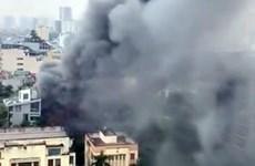 Hà Nội: Cháy lớn giữa trời mưa ở quán lẩu trên phố Duy Tân