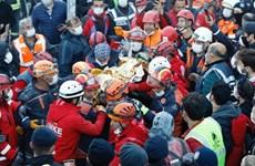Động đất ở Thổ Nhĩ Kỳ: Cứu sống bé gái 3 tuổi mắc kẹt hơn 60 giờ
