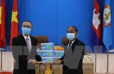 Ban Đối ngoại TW Đảng tặng Đảng Nhân dân Campuchia 30.000 khẩu trang