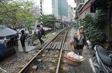 Hà Nội xóa bỏ các lối đi tự mở qua đường sắt ở khu vực đông dân cư