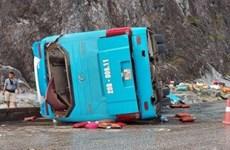 Hòa Bình: Lật xe khách khiến 2 người tử vong và 10 người bị thương