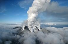 Nhật Bản nâng mức cảnh báo sau khi núi lửa Otake phun trào ở Tây Nam