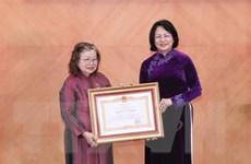 Nữ giáo sư nghiên cứu vắcxin nhận danh hiệu Anh hùng Lao động