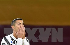 Cristiano Ronaldo cam kết gắn bó với Juventus bất chấp tin đồn ra đi
