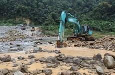 [Photo] Tìm kiếm các nạn nhân trong vụ sạt lở Thủy điện Rào Trăng 3