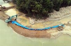 Vụ Thủy điện Rào Trăng 3: Ngăn đập, tạo dòng chảy mới tại bãi bồi
