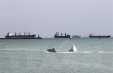 Vụ tàu mắc kẹt ở kênh đào Suez: Hàng trăm tàu lưu thông trở lại