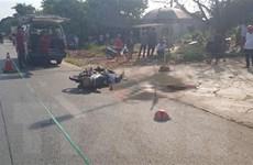 Đâm trực diện vào hông xe tải, 2 người đi xe máy tử vong