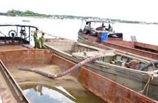 Quảng Bình: Liên tiếp phát hiện tàu, thuyền khai thác cát trái phép