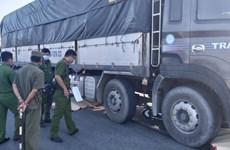 Long An: Bị xe tải cuốn vào gầm, hai người tử vong tại chỗ