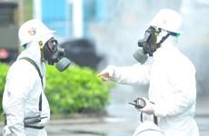 Phun khử trùng tiêu độc tại BV Bệnh Nhiệt đới Trung ương cơ sở 2