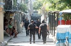 Sốc với kho súng bị cảnh sát Brazil thu giữ sau cuộc đụng độ chết chóc
