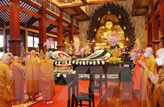 Ông Trần Thanh Mẫn chúc mừng chức sắc Phật giáo Việt Nam