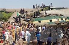 Pakistan huy động quân đội, dân quân tham gia cứu hộ tai nạn đường sắt