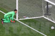 Chơi thiếu người, đội tuyển Ba Lan bại trận trước Slovakia