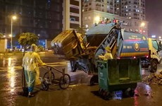 Hà Nội chỉ đạo xử lý việc công nhân môi trường bị nợ lương