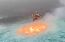 [Video] Hãi hùng với cảnh 'mắt lửa' cháy trên mặt biển ở Vịnh Mexico
