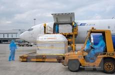 Cận cảnh lô vaccine Pfizer/BioNtech tại Sân bay Quốc tế Nội Bài